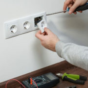 монтаж розеток выключателей