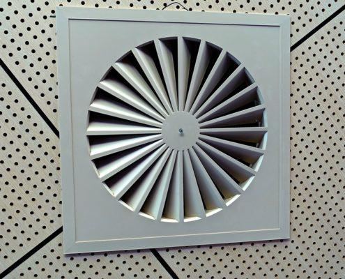 Монтаж вентиляции загородного дома